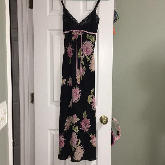 Oscar De La Renta black floral gown chemise small.  M 5b2459d2194dad8816c815f1 71efb3296